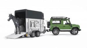 Bruder Land Rover Defender lószállítóval és lóval (02592)